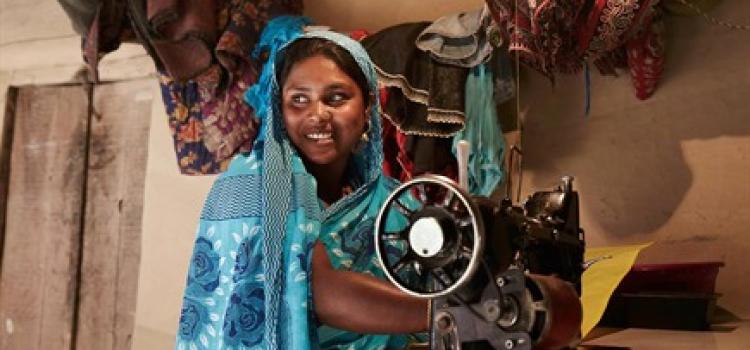 Indiske kvinder syr sig til selvtillid | CSR.dk
